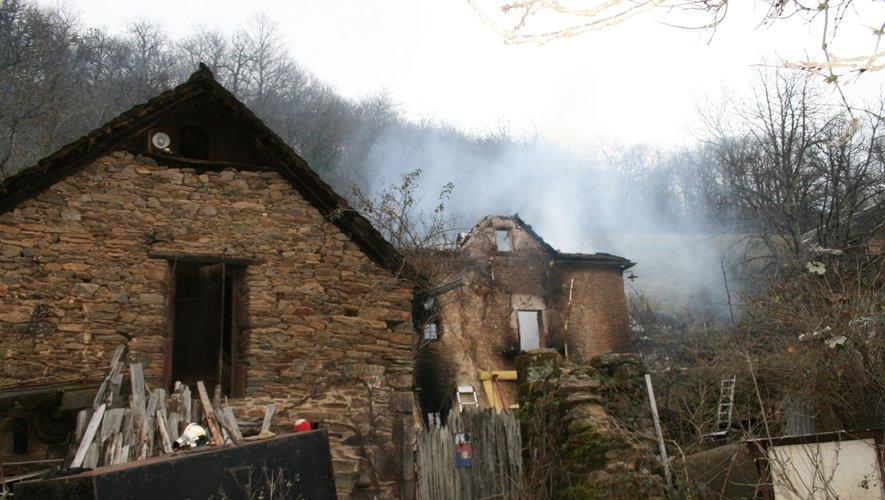 La maison a vraisemblablement commencé à brûler dans la nuit de samedi à dimanche.