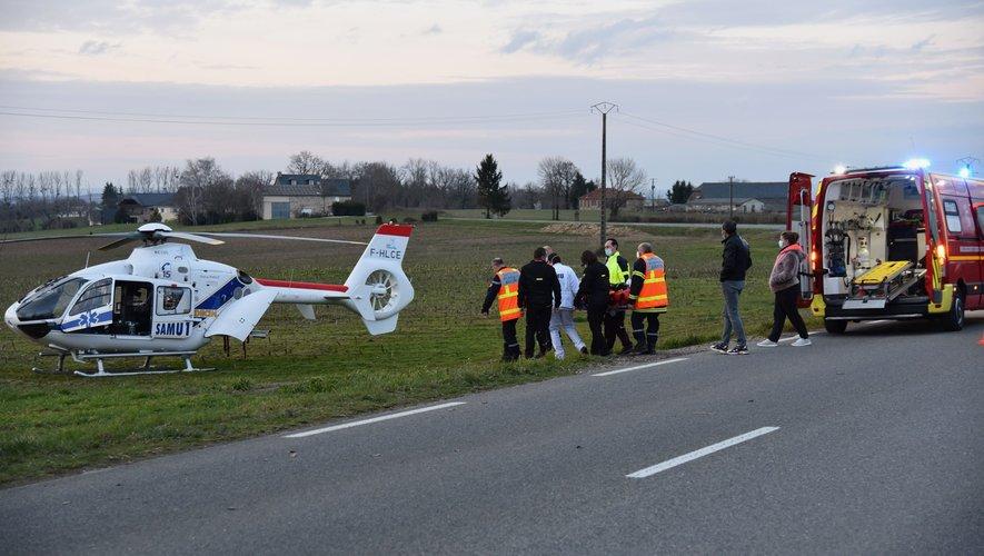 Un hélicoptère a transporté le motard blessé à l'hôpital de Rodez.