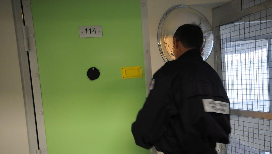 Le chauffard qui avait pris la fuite à la suite de l'accident samedi sur la rocade de Rodez a été mis en examen pour violences volontaires et placé en détention provisoire ce mercredi soir.