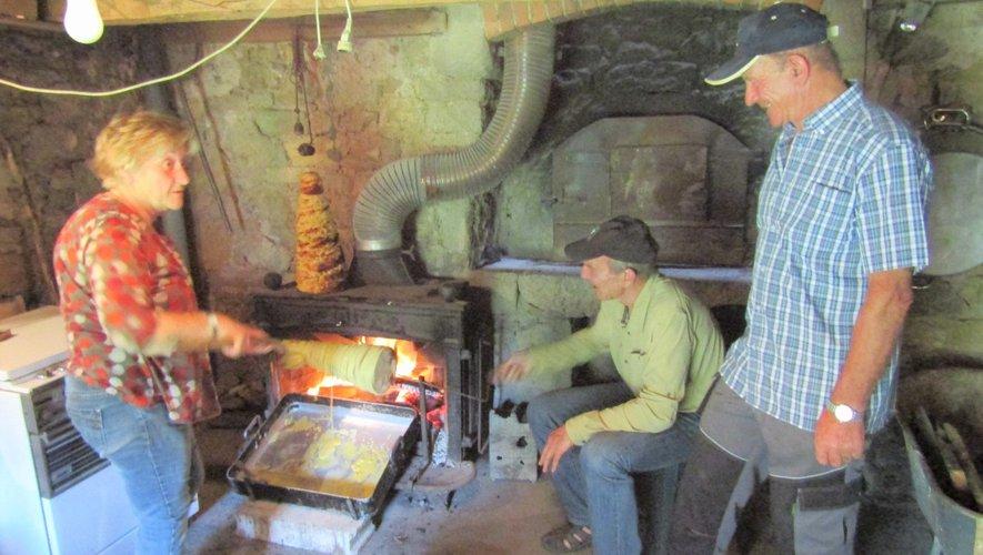 Chacun participe à la fabrication des produits locaux.
