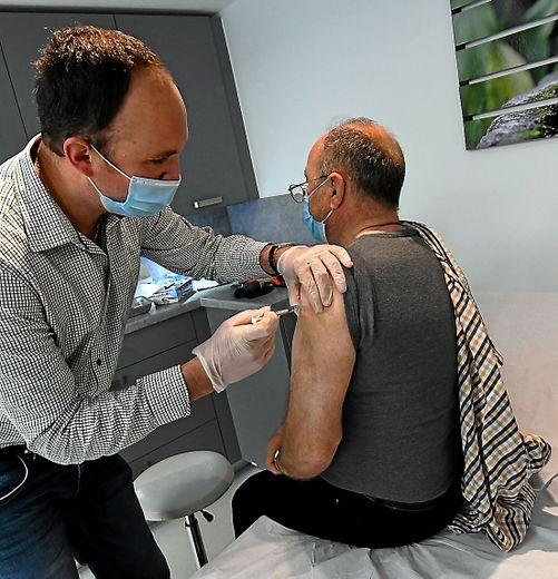 L'ARS entend continuer à vacciner les plus de 75 ans en recensant les personnes isolées ou ne pouvant pas aller sur les centres.