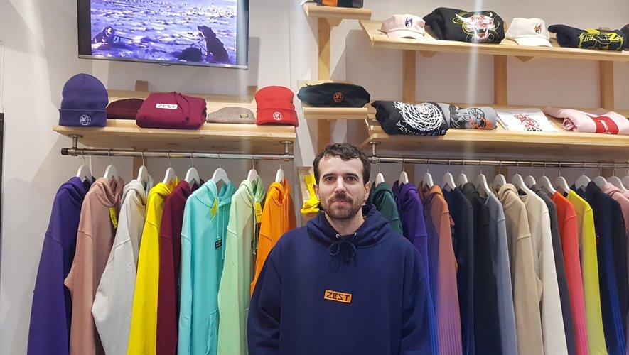 Jonathan Puech fêtera, dans quelques jours, le cinquième anniversaire de l'ouverture de son magasin Zest à Toulouse, où il vend les vêtements de sa création.