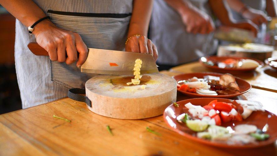 Cuisiner et se soigner en même temps, c'est le pari de la cuisine thérapie.