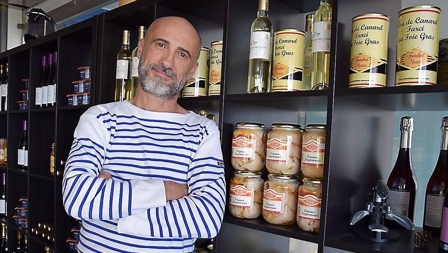 Ambassadeur de son département, Tony Vivès présente dans son restaurant une sélection de produits aveyronnais.