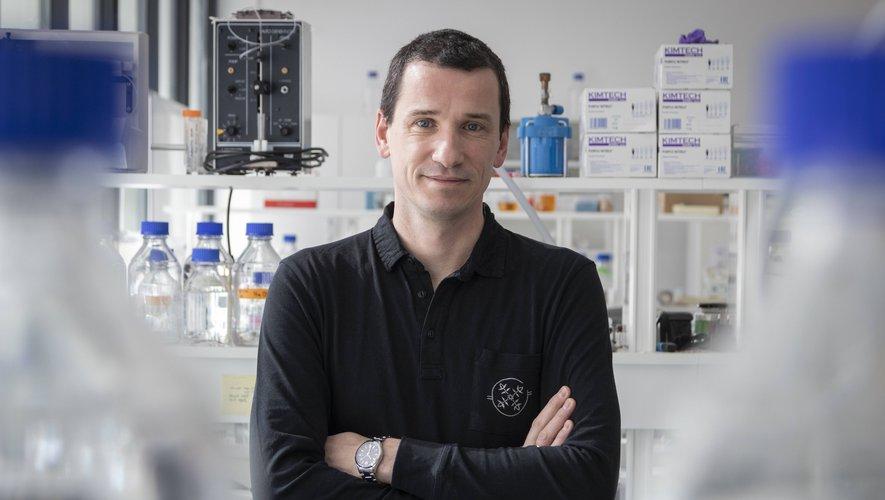 Le chercheur est directeur d'une équipe au Centre national de recherche scientifique.