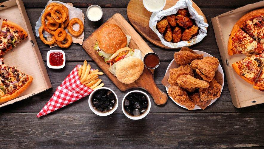 En moyenne, la restauration rapide ne représente que 5% des apports alimentaires des adultes.