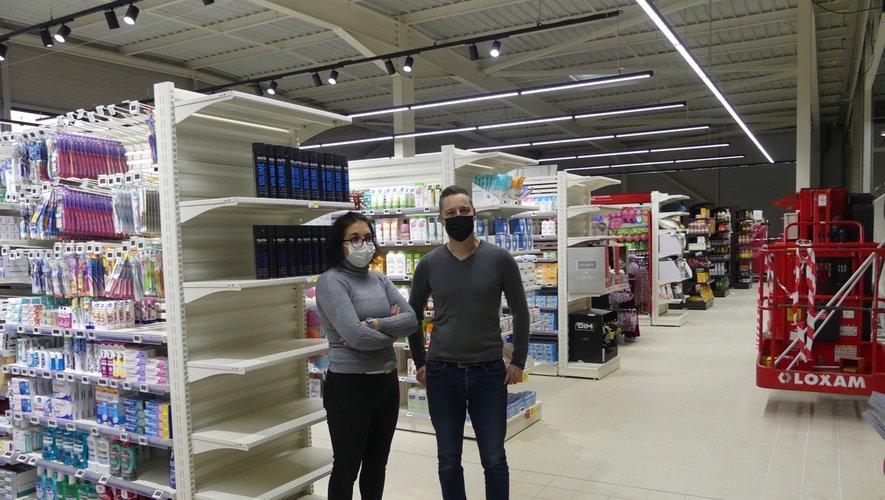 Les deux gérants dans la nouvelle partie du magasin
