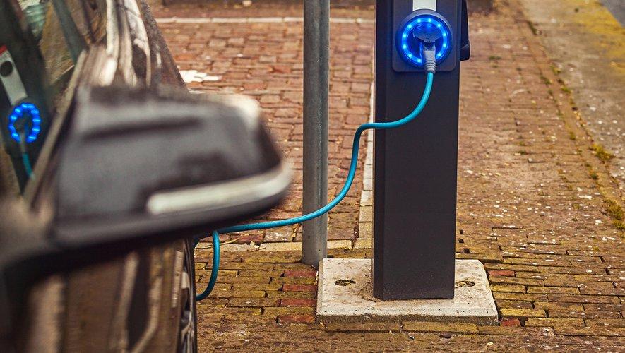 Les particuliers boudent les bornes de recharge électrique publiques.