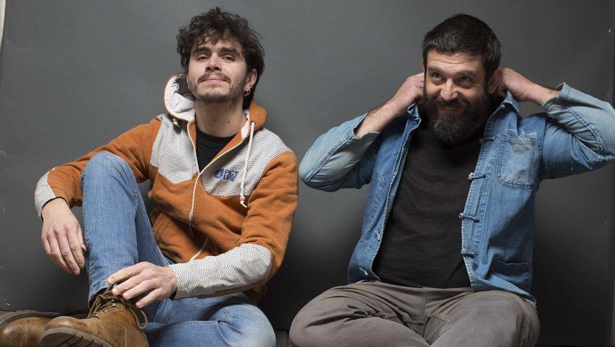 """Unis par la même énergie scénique, Paulin Courtial et Arnaud Cance se sont lancés dans un duo frénétique de chansons à danser.  Cette collaboration donné """"Mbraia"""" : un bal pétri dans la matière populaire occitane et malaxé de compositions originales."""