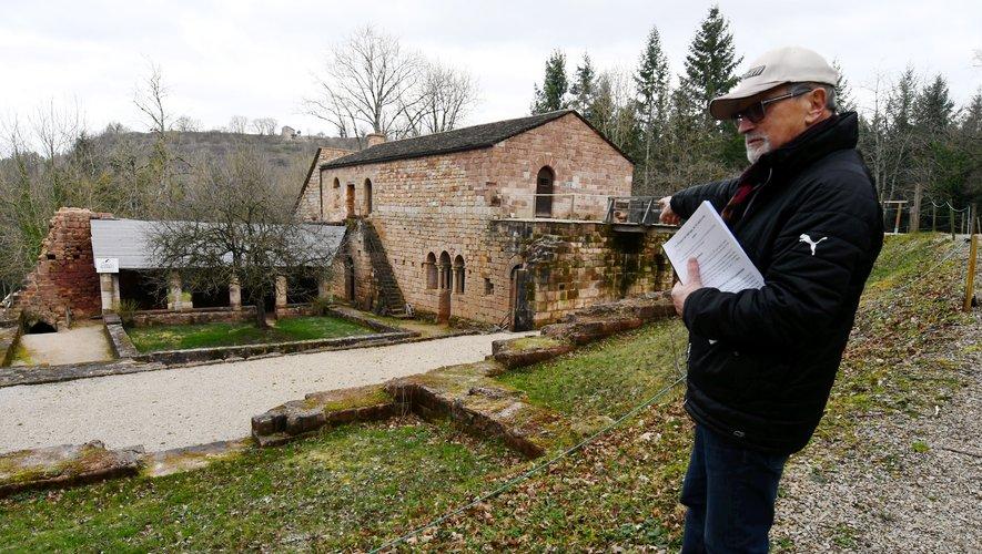 """Vice-président de l'association """"Les Amis du prieuré du Sauvage"""", Robert Teyssèdre propose des visites du site."""