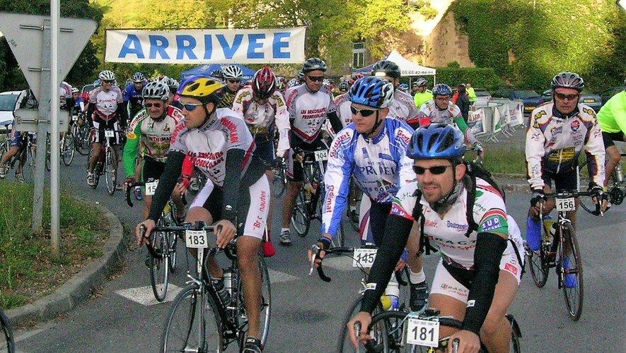 La course réunit chaque année de très nombreux cyclistes.