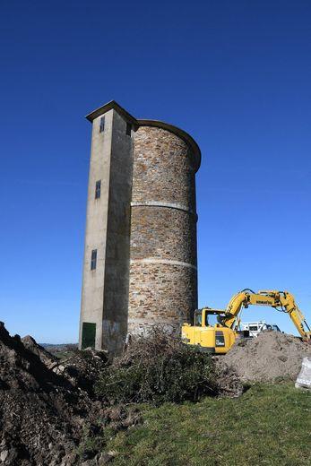 Le château d'eau de BARAQUE DE CUSSAN aura toujours son rôle de phare le long de la D911.