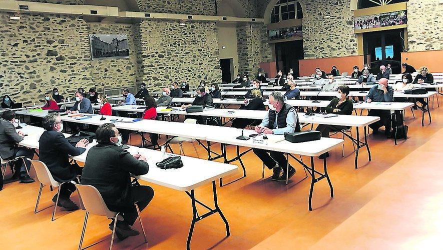 Réunion du conseil d'Ouest Aveyron Communauté, jeudi soir, à la salle de La Madeleine./Photo MCB