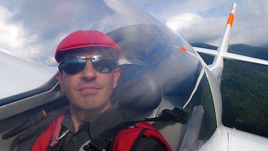 Instructeur de vol à l'aéroclub de Luchon, en Haute-Garonne, Sébastien Rouquette aime prendre de la hauteur.