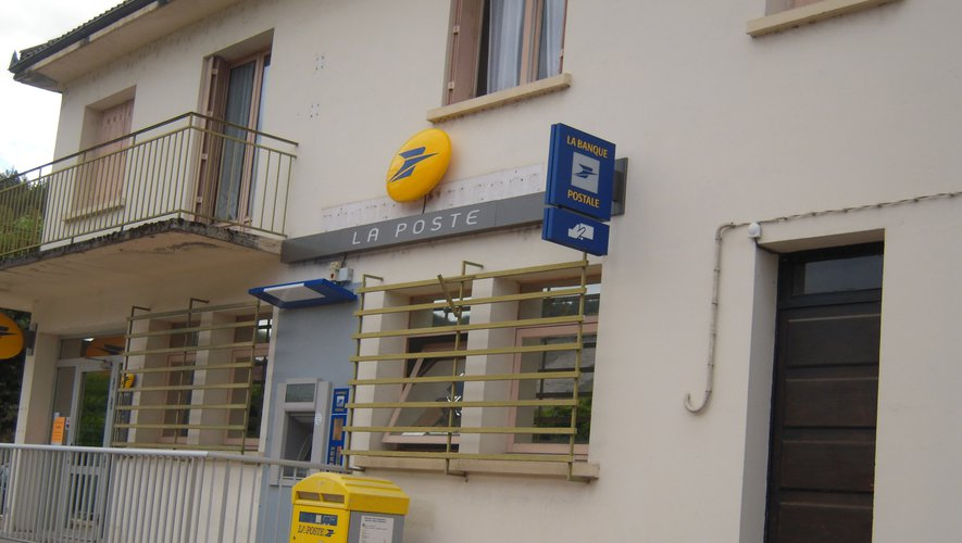Un distributeur automatique  de billets devrait être posé  près de la Poste.