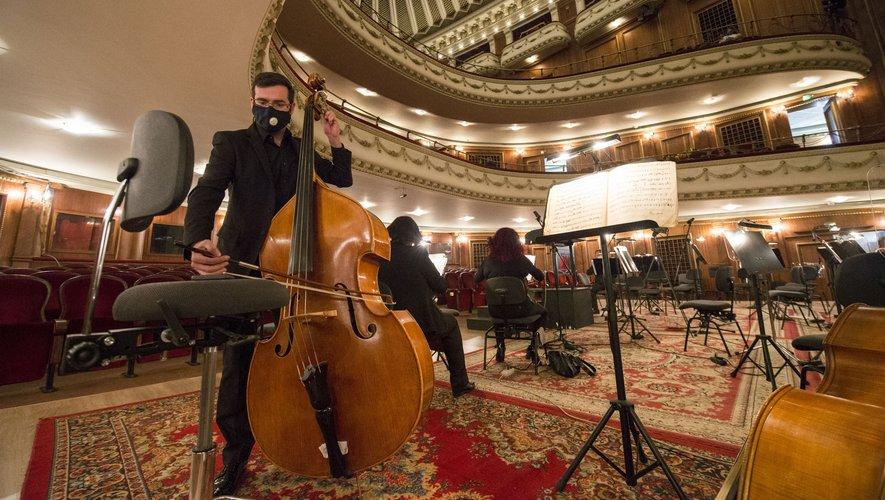 L'Opéra de Sofia, rare institution culturelle en Europe à maintenir ses représentations, s'est adapté à la pandémie.