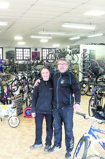 """Alexandra et Bruno Inhat sont à la tête du magasin """"Chrono cycles"""", avenue Caylet."""
