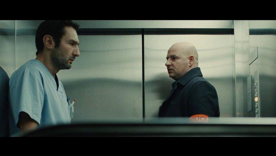 Patrice Guillain (à droite) avec Gilles Lellouche dans le film de Fred Cavayé À bout portant, sorti le 1er décembre 2010.