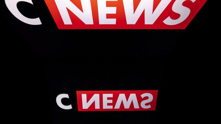 CNews continue de réduire l'écart avec BFMTV et signe même la plus forte hausse du mois (+1 point à 1,8%), toutes chaînes confondues.