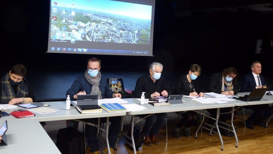 Les élus et les services administratifs aux côtés du maire Jean-Philippe Sadoul lors de la dernière séance publique du conseil municipal.