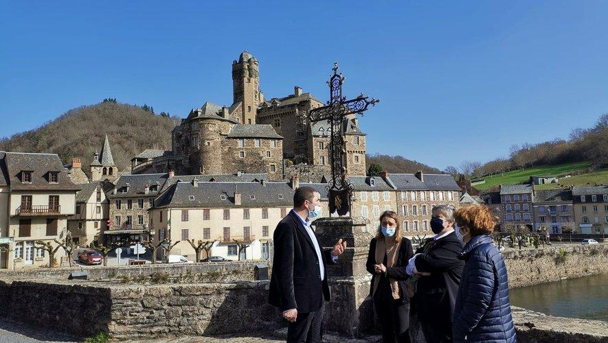 Arrêt au village d'Estaing.