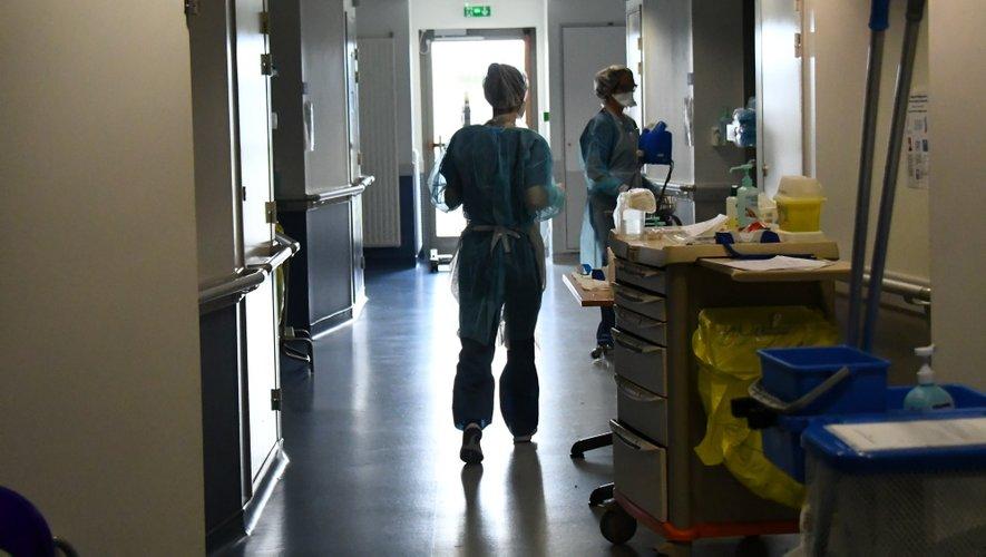 Le nombre d'hospitalisation diminue.