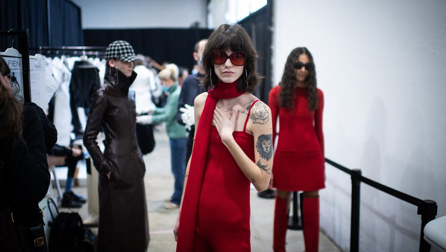 Dans les coulisses du défilé Courrèges donné le 3 mars lors de la Fashion Week de Paris.