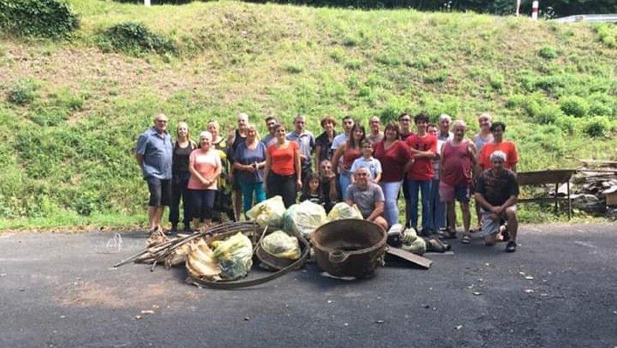 Les bénévoles lors du  nettoyage des berges.