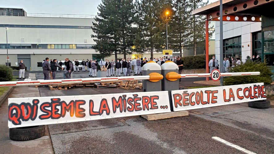 Sous l'impulsion des salariés, un blocage spontané a eu lieu dans la matinée de lundi.
