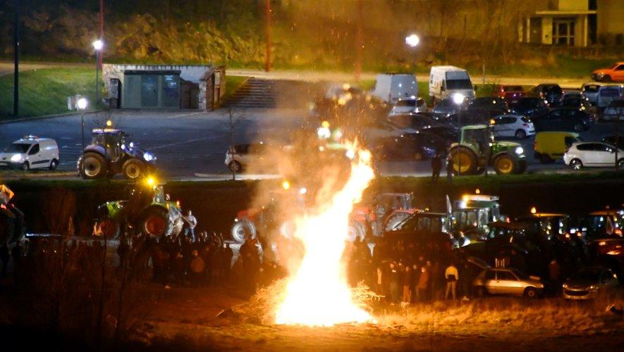 A Rodez, plus de 100 tracteurs se sont retrouvés à Bourran, avant un tour de ville.