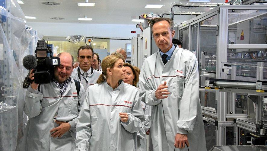 Agnès Pannier-Runacher, ici aux côtés de Heiko Carrie, PDG Bosch France, lors de sa dernière visite sur le site ruthénois, en février 2019.