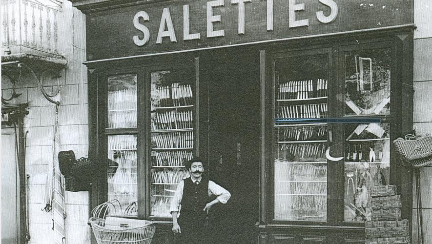 Salettes, un coutelier dans le village de Laguiole au XIXe siècle.Collection privée / Dossier de l'enquête publique