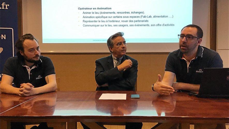 Jean-François Galliard, président du conseil départemental (au centre),  lors de la présentation du projet.