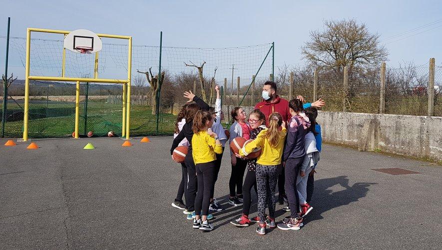 Les entraînements ont repris pour les jeunes... mais en plein air.