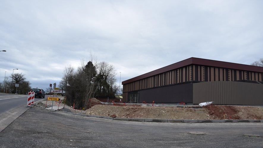 Le bâtiment commence à se voir depuis le giratoire de la Gineste où le chantier avance à l'intérieur du bâtiment, comme à l'extérieur.
