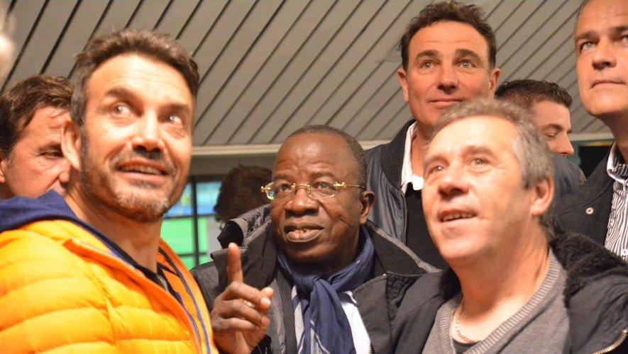Laurent Zahui, au centre, lors d'une réunion d'anciens joueurs de Rodez.