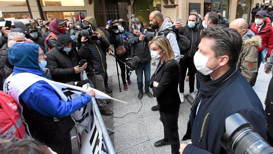 Agnès Pannier-Runacher,  ici devant les salariés  de l'usine Bosch.