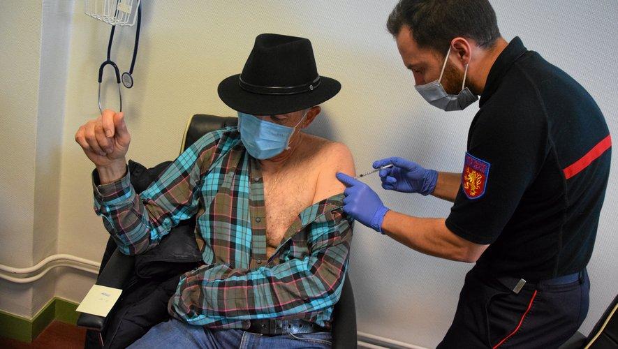 Le Service départemental d'incendie et de secours (Sdis), zone de Bel air, à Rodez, accueille désormais des personnes à vacciner.