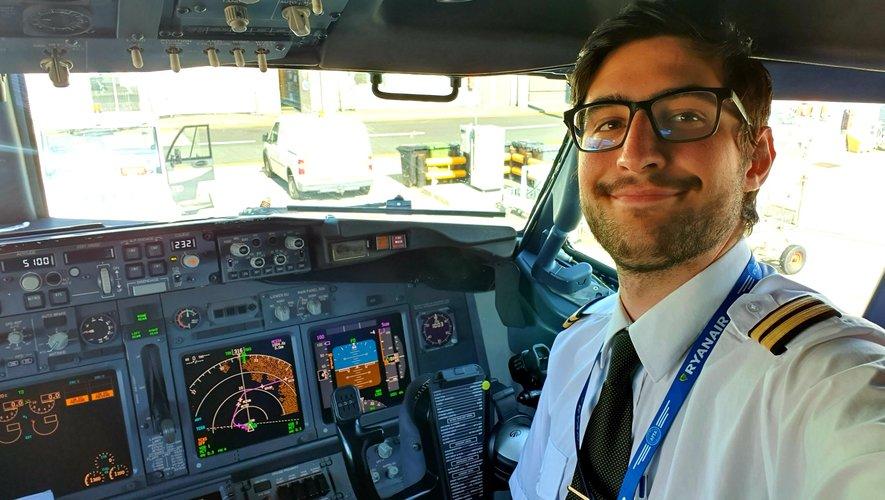 Pilote de ligne chez Ryanair, basé à Manchester, âgé de 21 ans, Gérald Egéa a effectué son premier vol avec la compagnie irlandaise le 1er octobre 2019 entre Lisbonne et Bruxelles. Il pourrait devenir commandant de bord dans trois-quatre ans.