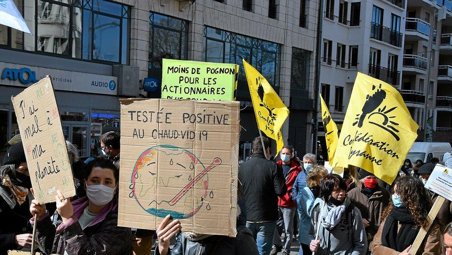 La marche pour le climat a réuni 400 personnes selon les organisateurs, 200 selon la police, hier matin dans les rues de Rodez.