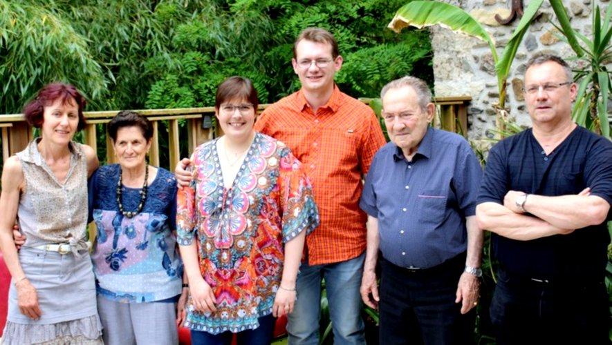 Georges Girbal (2e en partant de la droite) entouré d'une partie de sa famille.