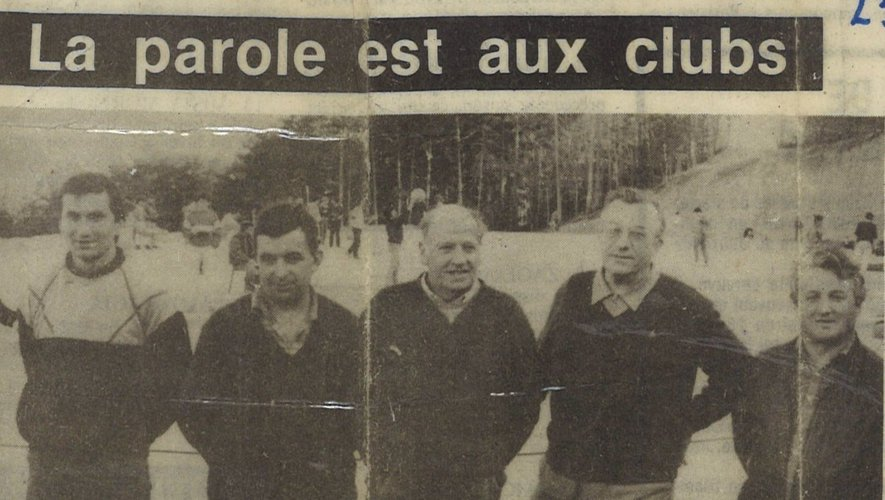 Première compétition au terrain en 1987 en présence du bureau et du représentant de la municipalité