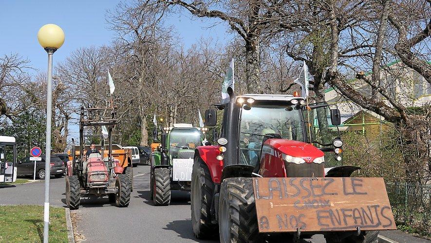 Les éleveurs ont manifesté jeudi à St-Amans-des-Côts contre le menu végétarien imposé au collège.