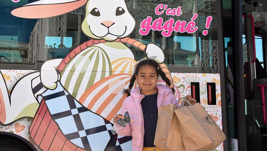 On ne pouvait pas louper l'arrivée de la chasse : le petit bus rose Cœur de ville, installé sur l'esplanade Combarel, était décoré pour l'occasion.