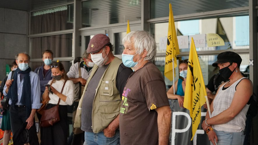 Christian Roqueirol et la Confédération paysanne au soutien.