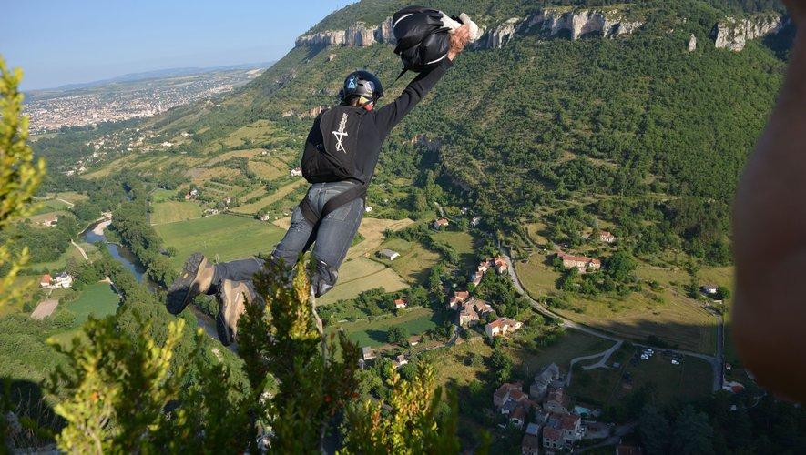 L'individu a sauté depuis le Panoramique dans la montée de La Cavalerie.