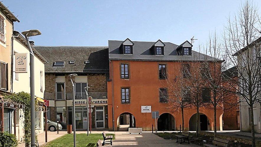 Le tiers lieu du Bercail à Réquista participe au programme d'incubation. À droite Sophie Vannier, co-dirigeante de La Ruche à Paris.