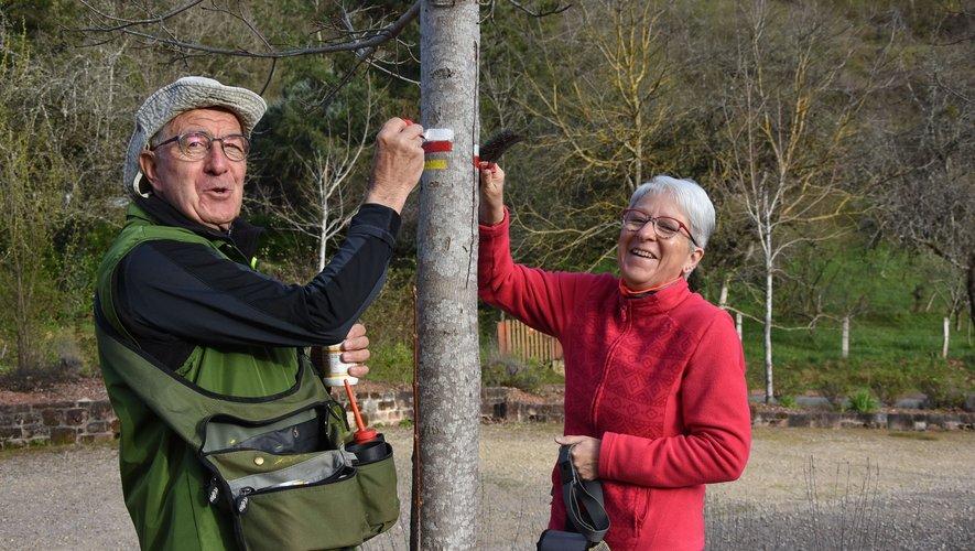 Ce jeudi, le président André Berthomieu et son épouse ont rebalisé le tronçon du GR 65 entre Bessuéjouls et  Estaing.