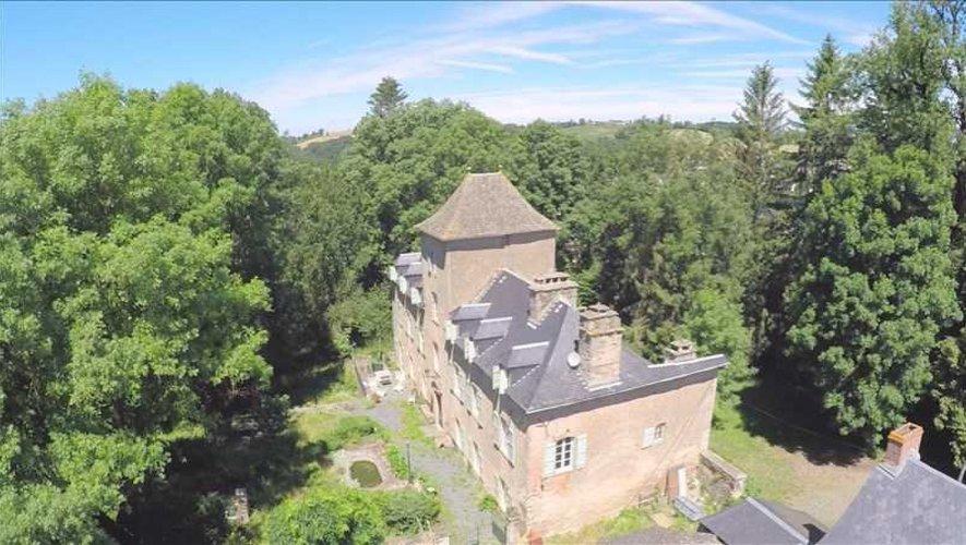 Deux jeunes sont actuellement en service civique sur le Lévézou pour développer les formations du T-Camp, au château d'Arvieu.