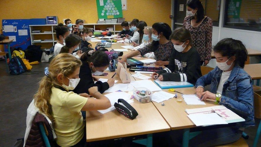 Une quinzaine de collégiens participent assidûment à l'atelier.